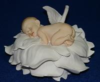 Скульптура Младенец на розе